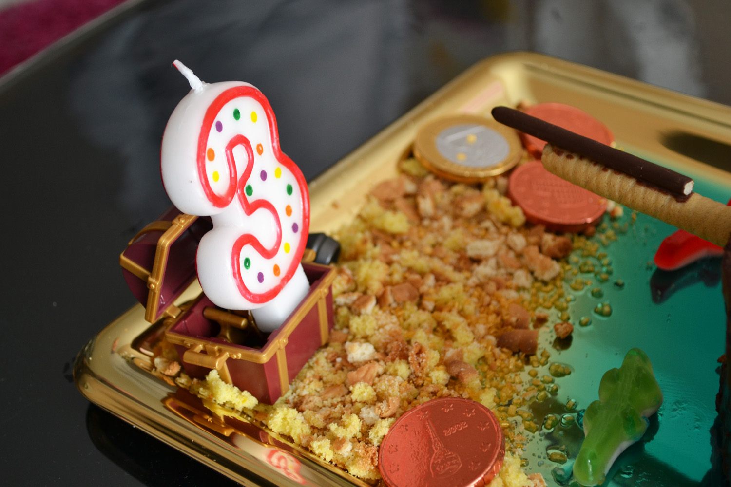 plage en gateau avec pieces en chocolat pirate