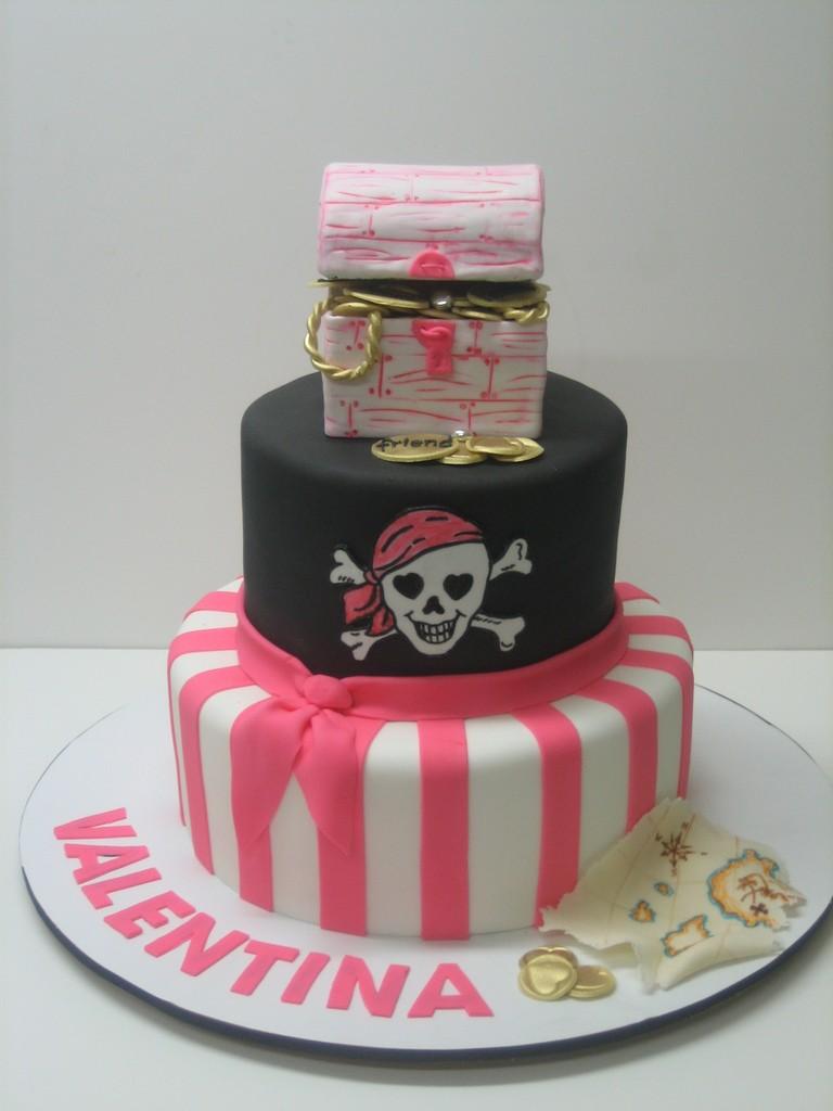 gateau anniv pirate fille rose et noir