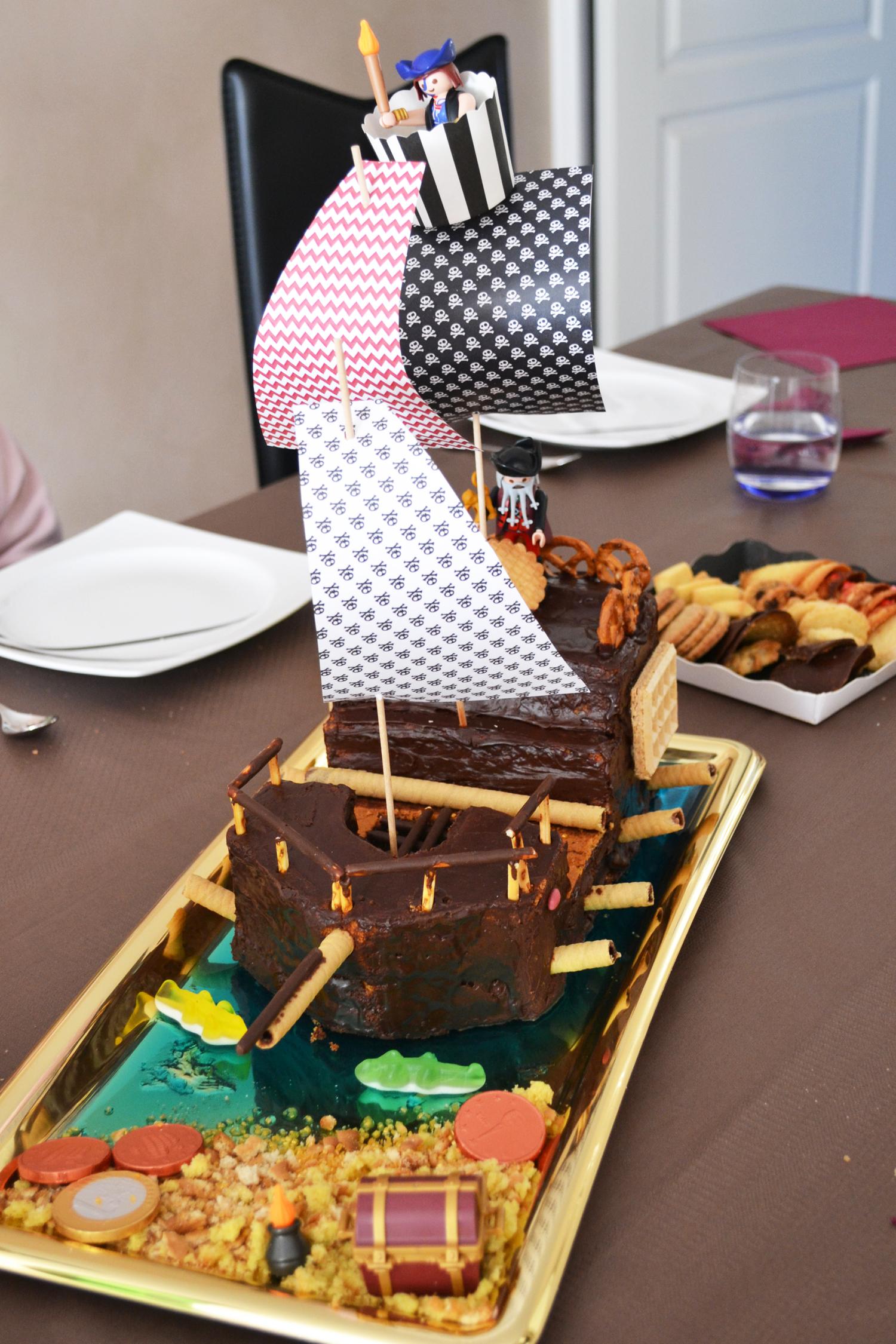 table pirate avec gateau